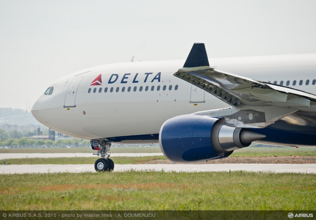 A330-300_242T_Delta_Air_Lines-_CLOSE_UP
