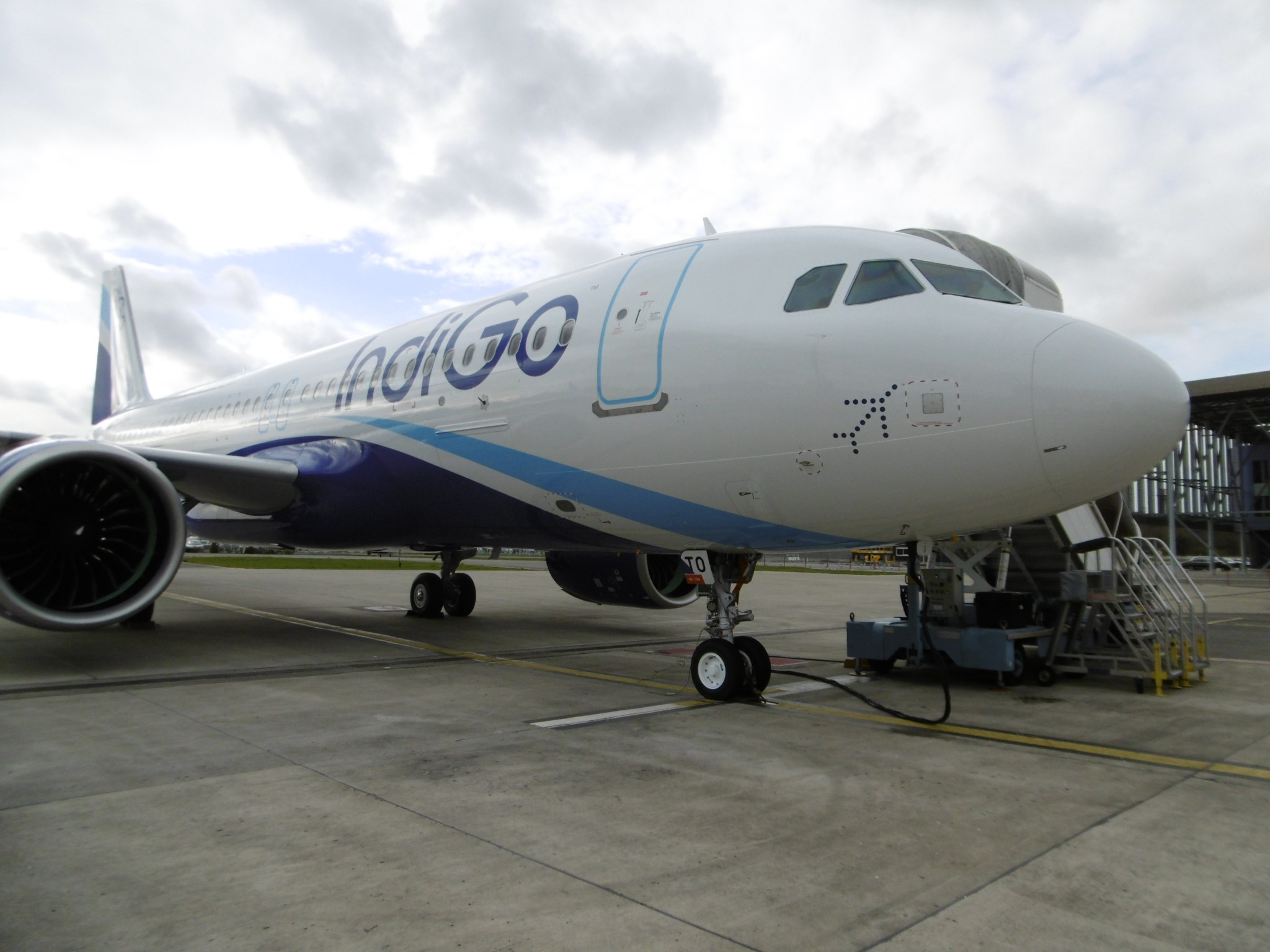 AAR Signs Landing Gear Contract with IndiGo to provide up to 49 full ship sets for A320s