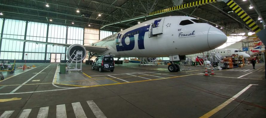 LOT Polish Airlines takes delivery of its first 737MAX