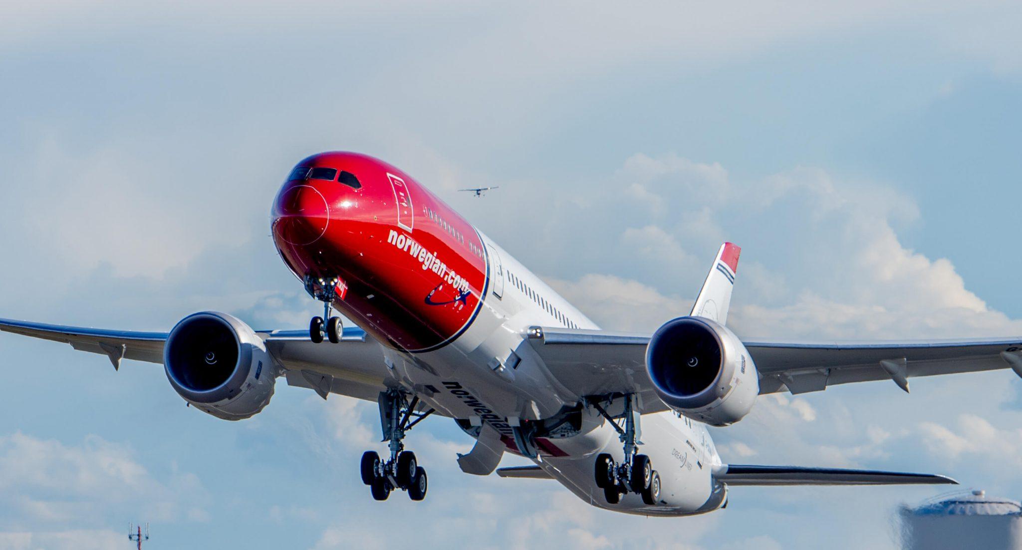 Lessors take stake in Norwegian